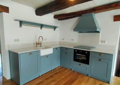 Cocina clásica en color azul personalizado